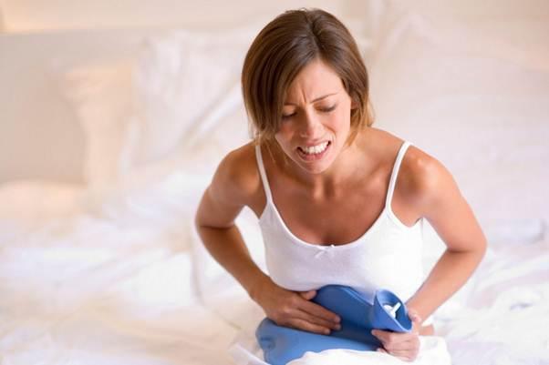 đau bụng dưới từng cơn