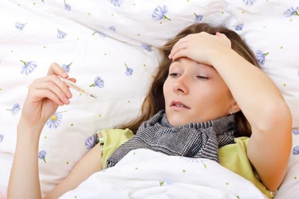 triệu chứng sốt ở chị em