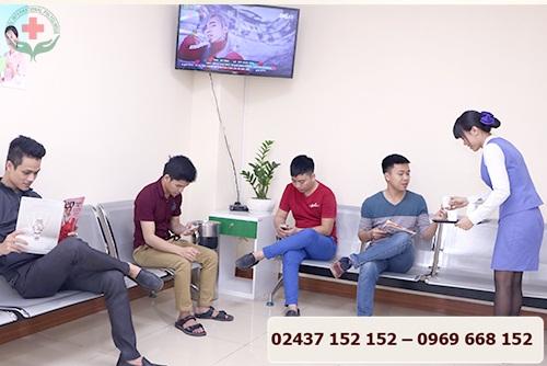 phòng khám quan tâm và chăm sóc bệnh nhân chu đáo